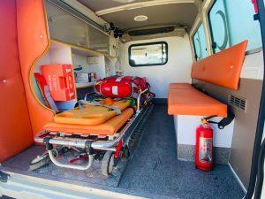 سيارة الإسعاف تويوتا لاند كروزر 4×4 ذات نظام المقود اليدوي الأيمن